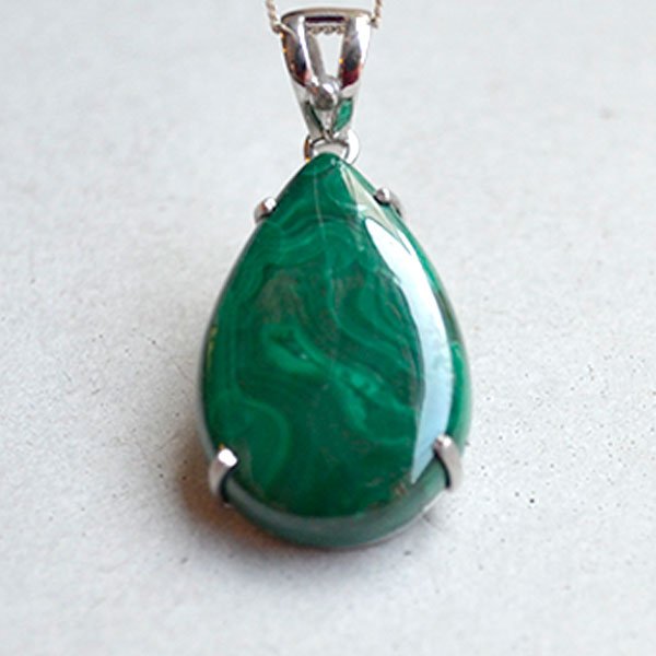 39Ct malachite with diamond
